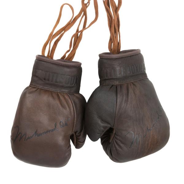 TITLE ALI親筆簽名真皮拳擊手套吊飾 - 棕 - ALIACG