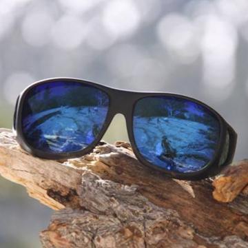 美國COCOONS專業包覆式偏光綠鍍膜太陽眼鏡 (黑框/琥珀鏡片)【兩入6600再送棉質眼鏡帶】