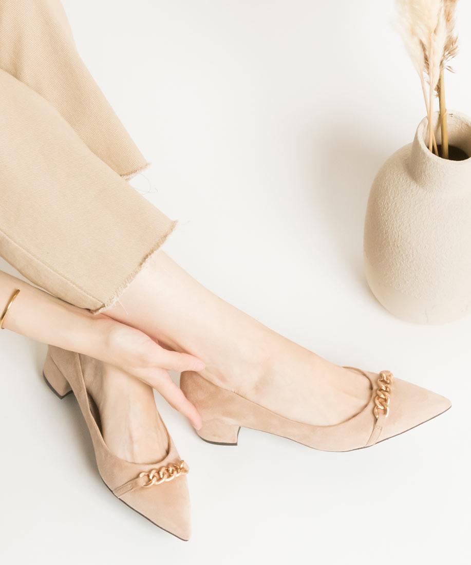 金屬鍊飾x柔軟棉花糖舒適尖頭粗跟鞋/EP10519