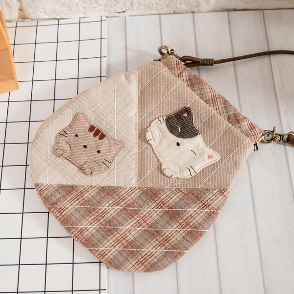 Kiro貓 先染布 彈片口金 拼布 小斜背/手機包【270078】