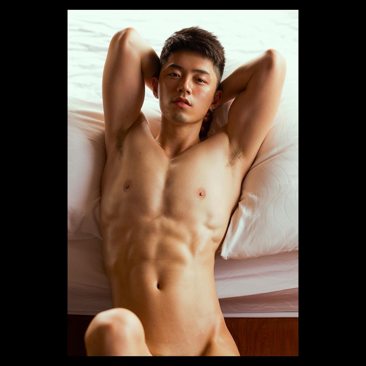 人氣攝影師「晏人物」出書 回眸殺、泡泡裸浴、爆筋人魚線全都性感入鏡全都來!
