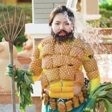 《水行俠》、《延禧》魏瓔珞她都能扮!泰國妹超低成本Cosplay玉米當六塊肌!