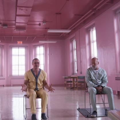 《異裂》搶搭 2019 新春檔上映!山繆傑克森:「我喜歡他擁有強大的靈魂,卻活在一個脆弱的軀殼裡。」