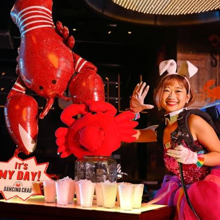 平日午餐 480 元吃到飽!「DANCING CRAB 蟹舞」全台首家手抓海鮮娛樂餐廳正式開幕
