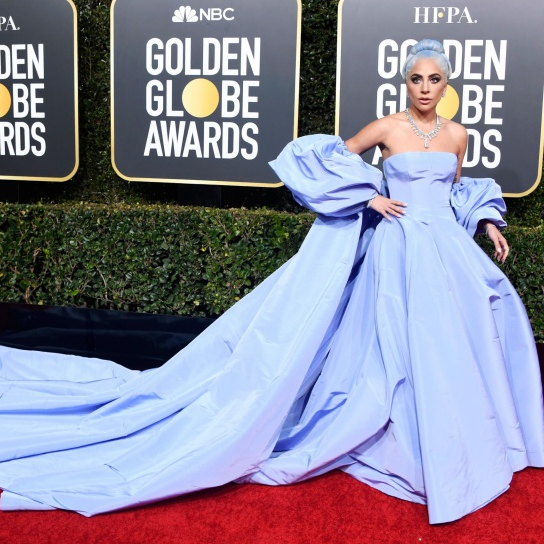<p>喜極而泣!Lady Gaga 憑藉〈Shallow〉奪下金球獎最佳電影原創歌曲</p>