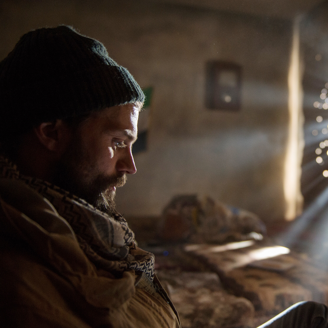 <p>傳奇戰地攝影記者竟成劇照師 傑米道南:「我演的角色正在拍我!」</p>