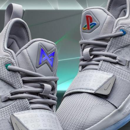 <p>電玩迷最想要的聖誕禮物 Nike PG 2.5 x PlayStation球鞋</p>