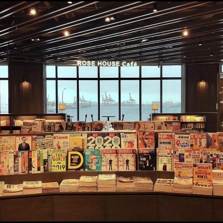 25 公尺寬落地大窗、15 座貨櫃書架!可以觀海閱讀的「誠品生活台中三井店」即將正式開幕