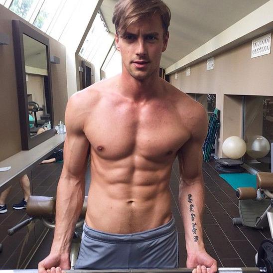 <p>腰瘦型不型?!打造完美男性身線的關鍵密碼!</p>