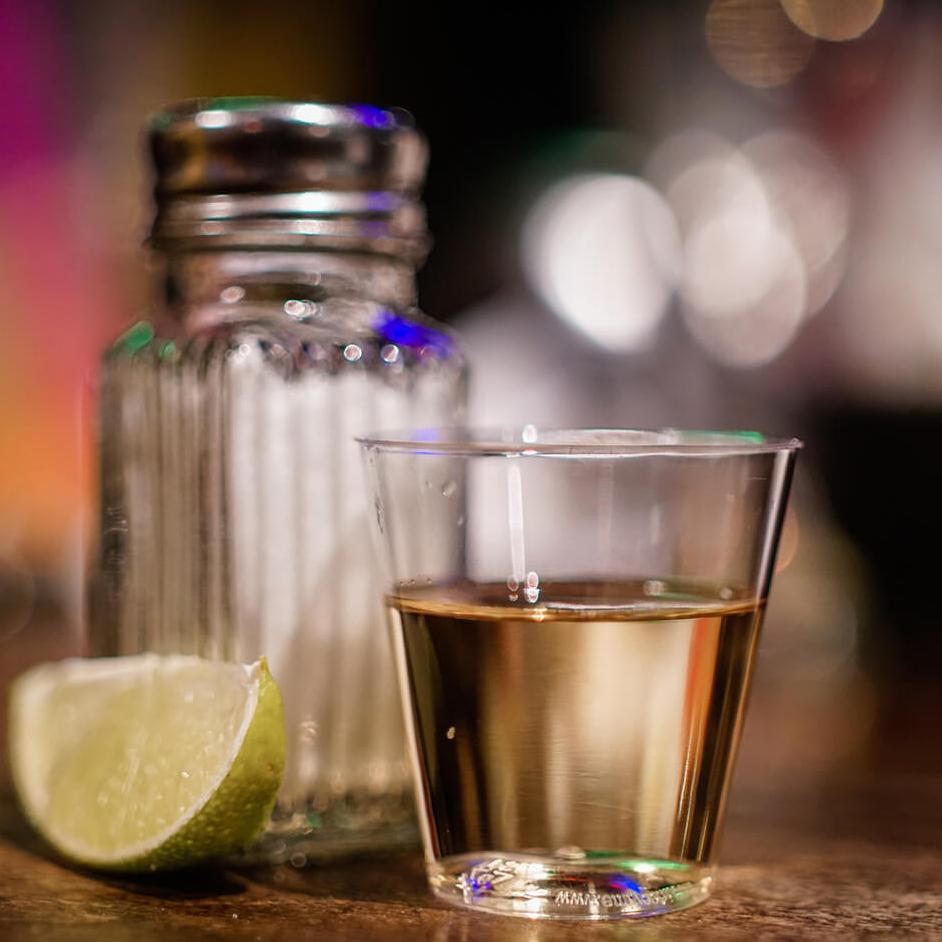 <p>喝 Tequila Shot 能減重!提醒您規律的生活才是正確的生活態度!!</p>