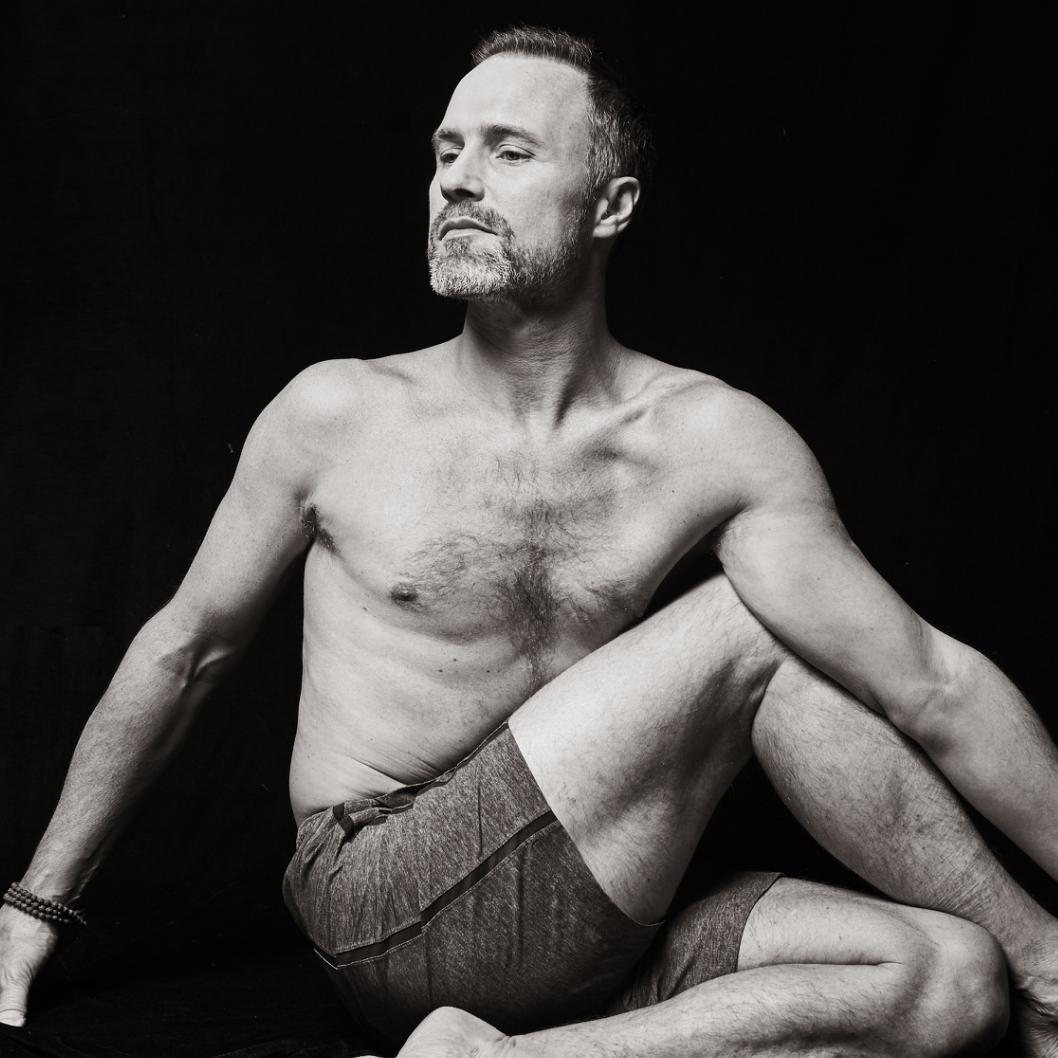 新世代瑜珈 下腹部重心啟動