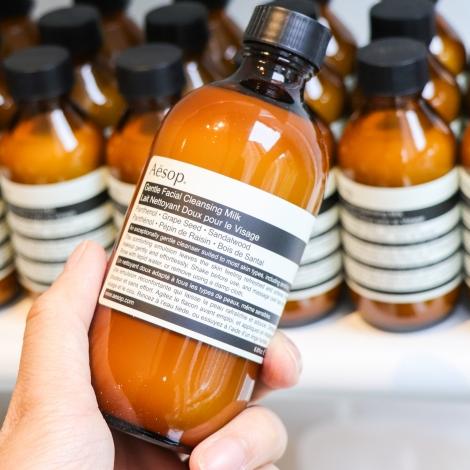 徹底清潔、不傷害肌膚!Aesop 推出首款卸妝乳產品「輕柔潔面乳」