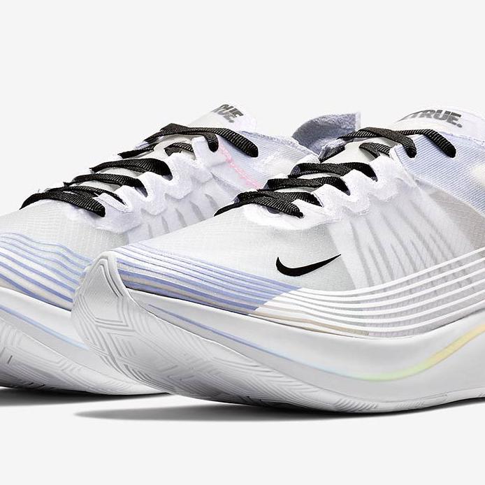 <p>以「BETRUE」為題,Nike Zoom Fly SP 鞋款細節釋出!</p>