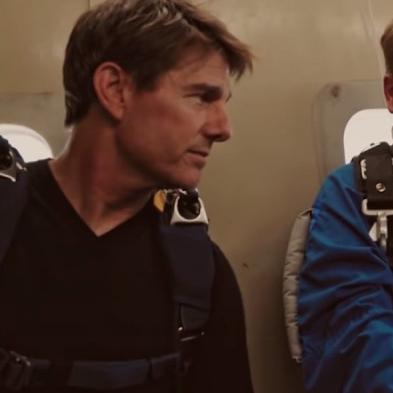 嚇死人!湯姆克魯斯帶領詹姆斯柯登一同「高空跳傘」