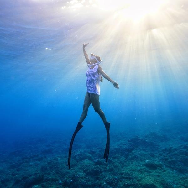 <p>跟著22歲的阿酸,一起潛入最深層的美麗海洋,一同體悟生死智慧</p>