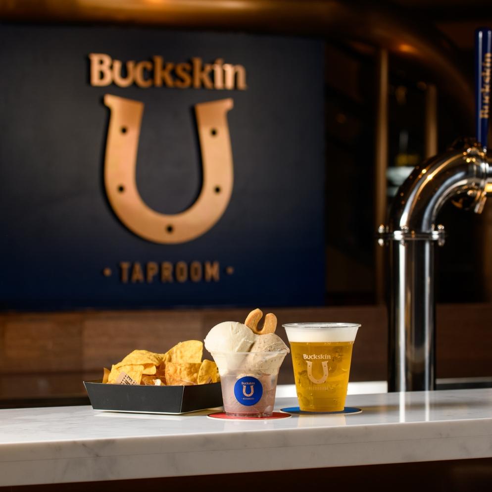 開賣多款在地新鮮釀造生啤酒!全臺首間「Buckskin Taproom 柏克金啤酒吧」正式開賣