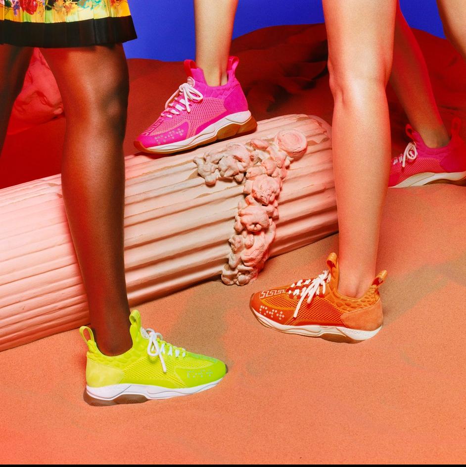 螢光撞色展現街潮型格!Versace「Cross Chainer」球鞋系列