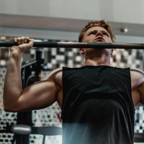 成為一個有肩膀的男人!M編教你健身5招