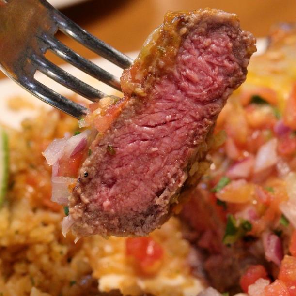 大口吃肉無負擔!德州鮮切牛排 Texas Roadhouse 精心研發五道「享肉主義」全新菜色