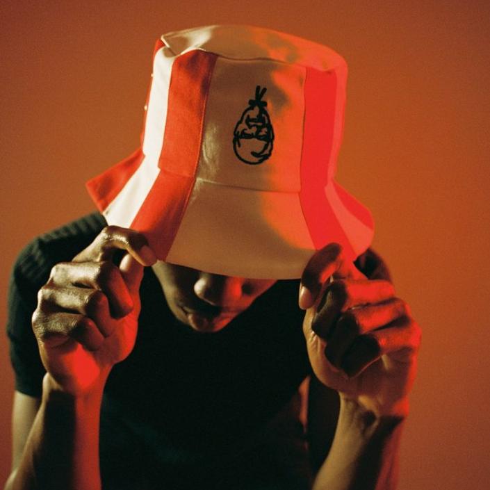 肯德基最新時尚單品!炸雞桶漁夫帽爆紅!