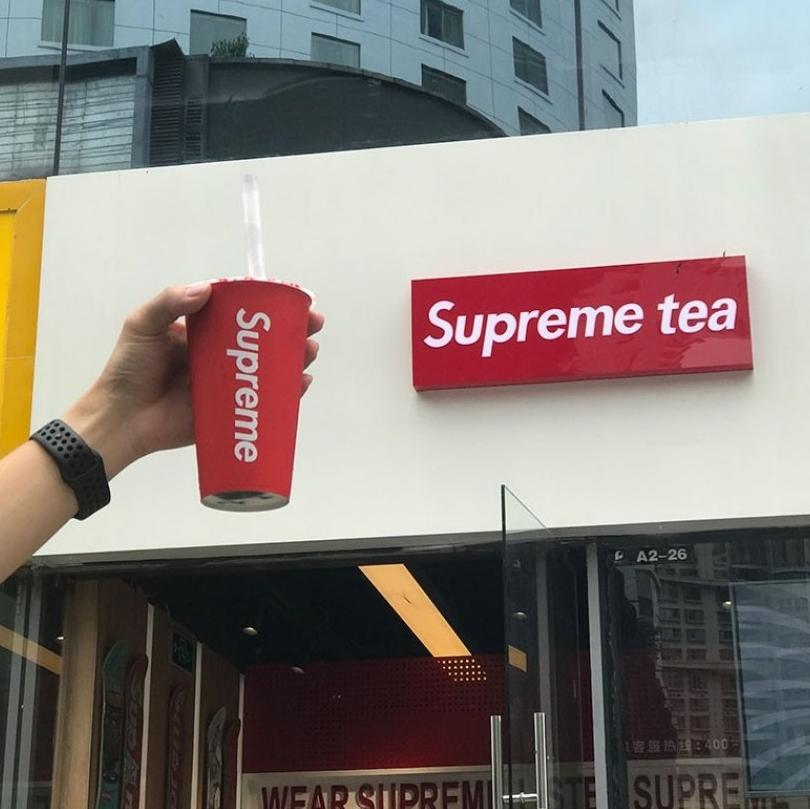 Supreme開手搖茶店?大陸山寨飲品店卻超多人消費!