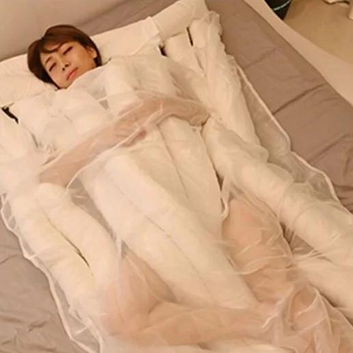 <p>睡在「巨大烏龍麵條」裡好有安全感!日本烏龍麵棉被&蔬菜抱枕把床打造成好吃餐點</p>