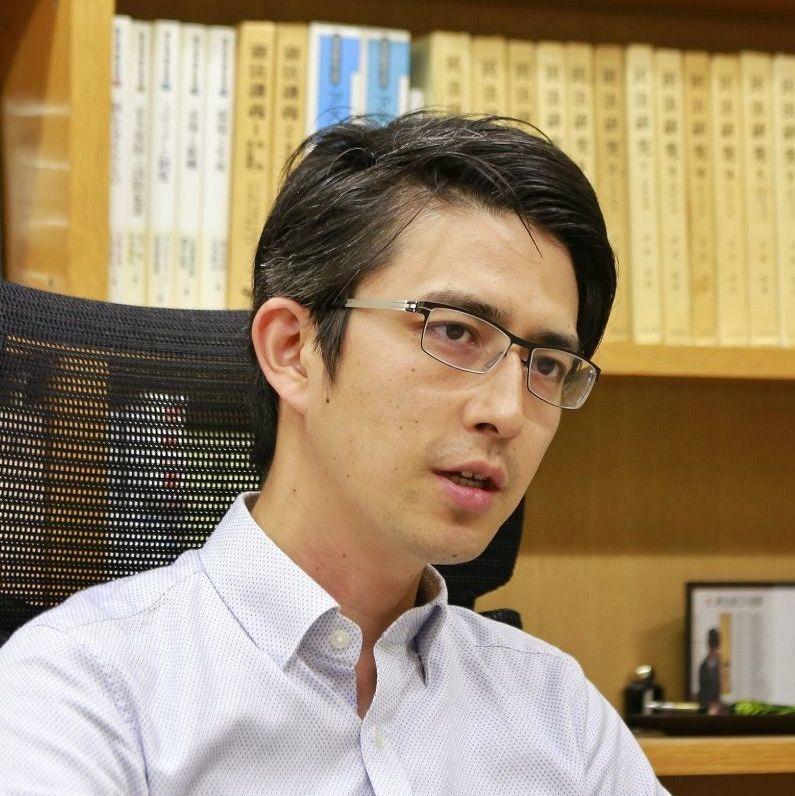 日本超帥法律系教授  連男學生都瘋狂追捧!