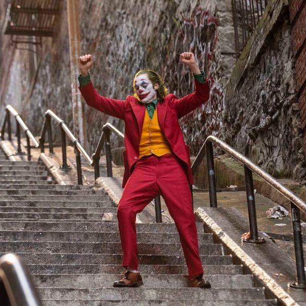 《小丑》瓦昆菲尼克斯獲頒多倫多影展演員成就獎,柔情演說坦言若不是已故的哥哥,「他不會有今天的成就」。