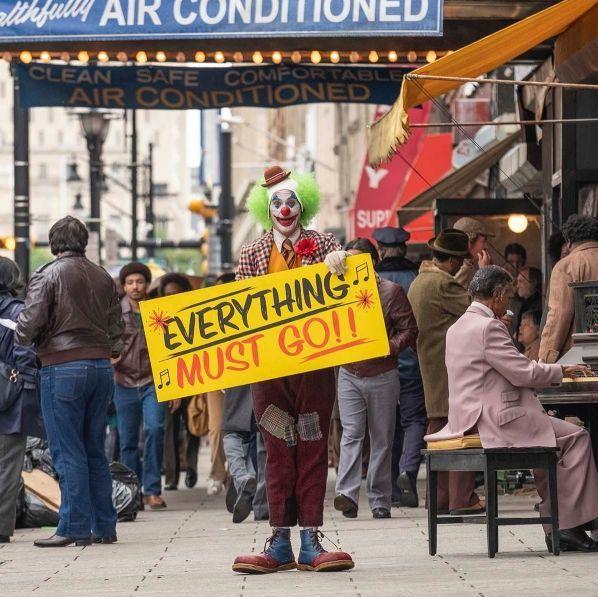 《小丑》一個生活在社會底層的人,蛻變成高譚市的犯罪王子!導演坦言:「他像是把全世界對他的不公平都揹到了身上。」