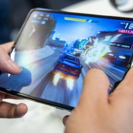 對戰iPhone!Samsung首款折疊手機即將上市!