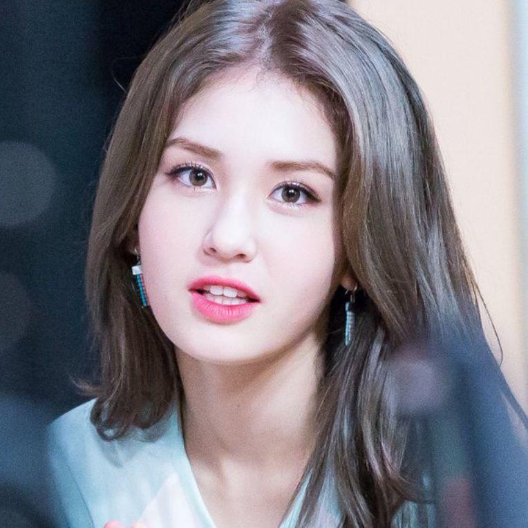逆天身材的高中生 韓國混血美女Somi