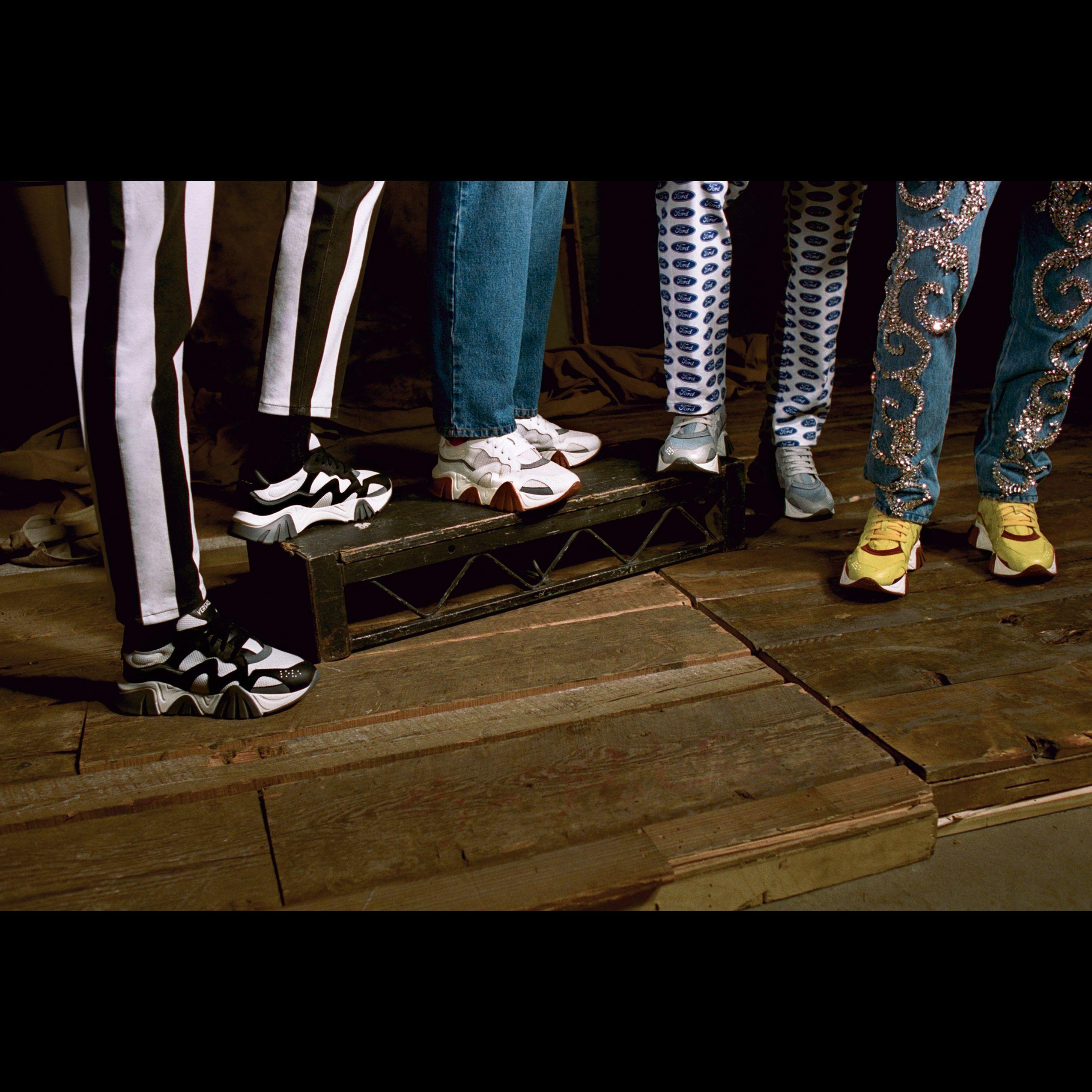 行走真我風采!Versace 2019秋冬系列Squalo運動鞋打造街頭時尚
