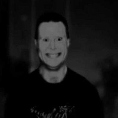 美國都市傳說:毛骨悚然的微笑男人!眾多網友都遇過拍成短片好可怕!