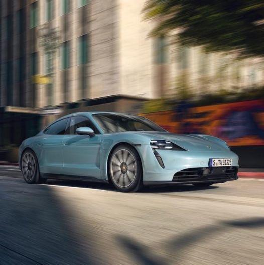 令人屏息的加速、典型的跑車操控性能、創造 463 km 的絕佳續航力!Porsche 全新純電跑車 Taycan 4S 正式登場