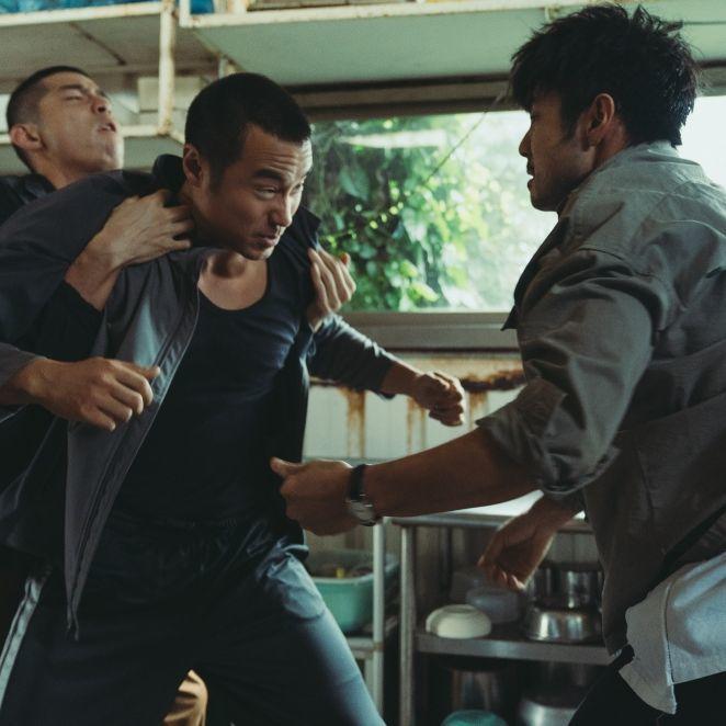 最親密的兄弟拳腳相向,火爆場面一觸即發!Netflix《罪夢者》最新花絮首度曝光兄弟反目的驚險衝突場面