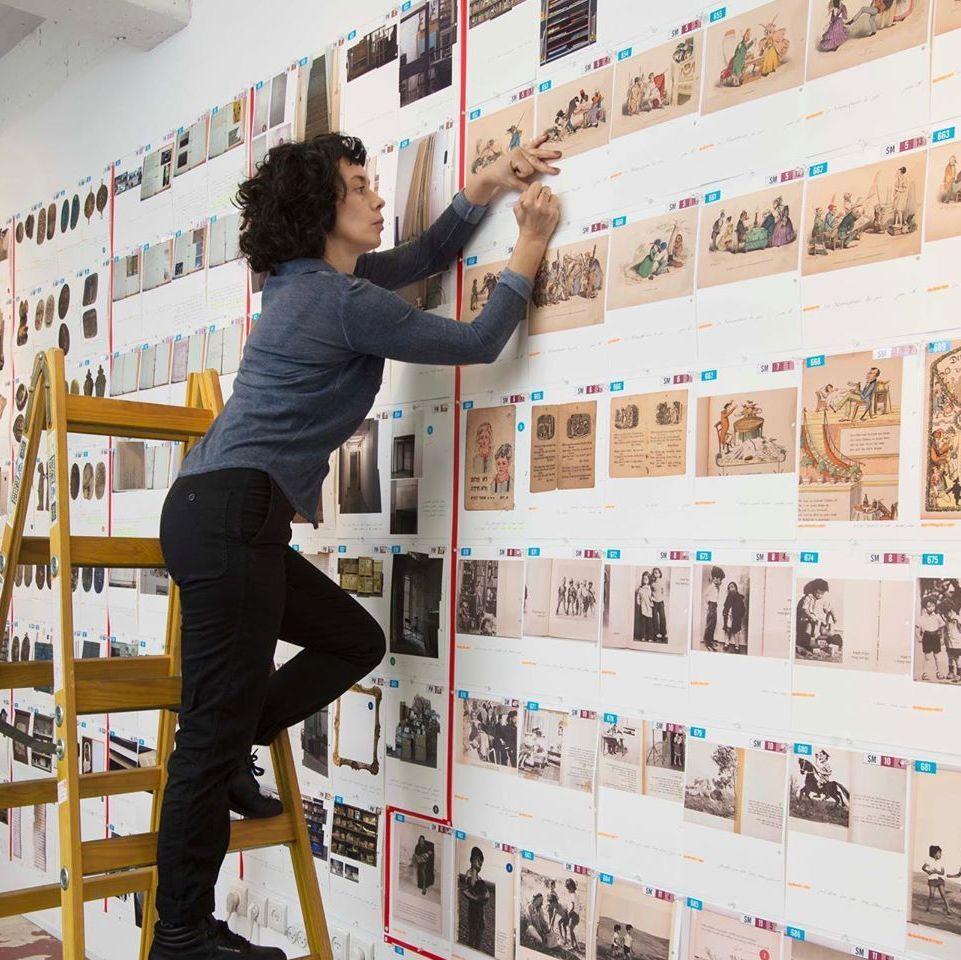 耗費八年,用藝術解開這段被噤聲的戰爭歷史!Ilit Azoulay「戰後的沈默」亞洲首個展