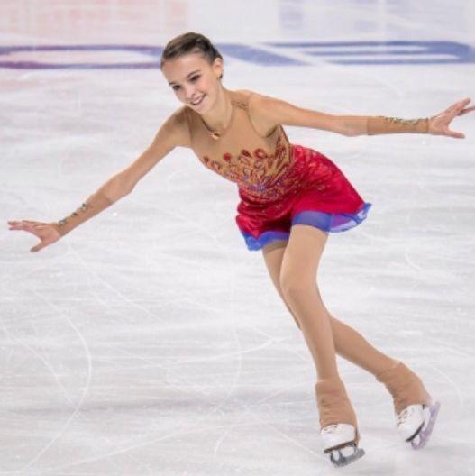 俄羅斯少女美貌驚艷全場!花式溜冰一招「華麗變身」奪冠!