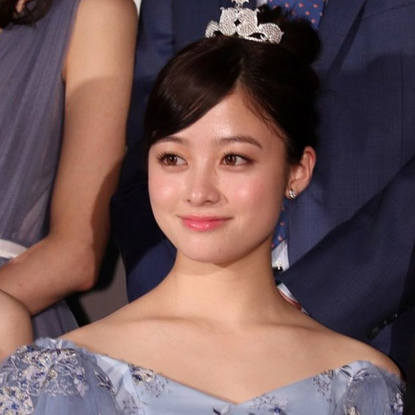 橋本環奈20歲美貌依舊!日本第一美少女化身灰姑娘!