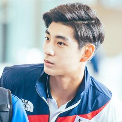 韓國新男神棒球選手李政厚!才 21歲身價就已破億!
